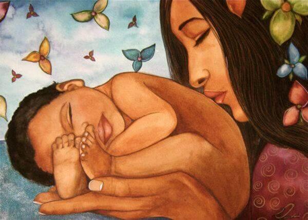 Matka z dzieckiem w dłoniach