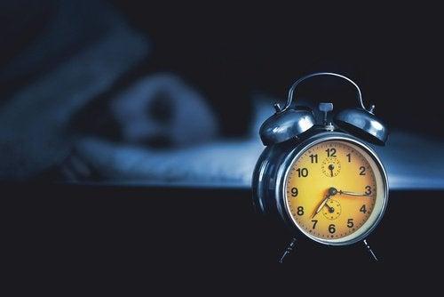 Budzik - jak spać lepiej