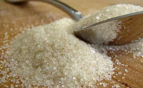 Cukier - 6 oznak, że spożywasz go za dużo