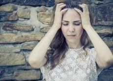 Dziewczyna cierpiąca na ból emocjonalny