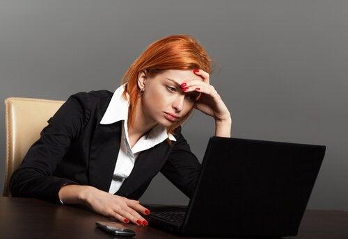 Kobieta w pracy, zmęczenie fizyczne