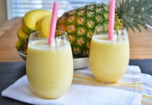 Koktajle ananasowe