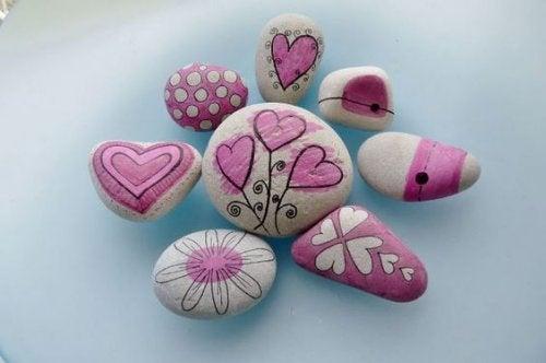Pokolorowane kamienie a słowa