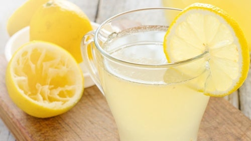 Świeża lemoniada na śniadanie