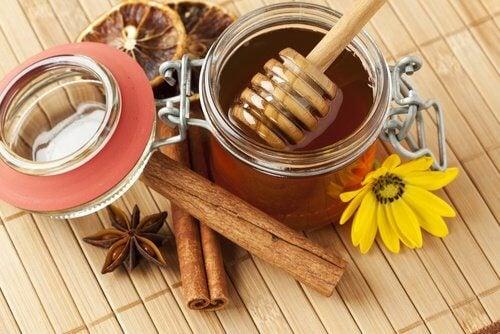 miód - naturalny sposób na pryszcze