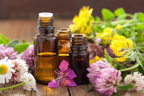 Buteleczki z olejkami aromatycznymi
