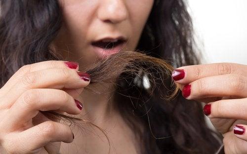 Slabe i łamliwe włosy