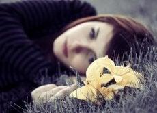 Smutna kobieta: depresja