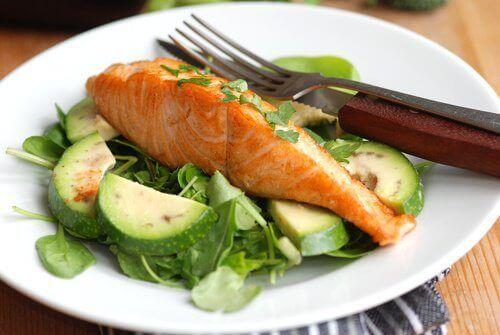 łosoś z warzywami