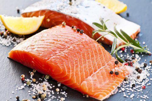 łosoś i kwasy tłuszczowe, które pomagają leczyć artretyzm