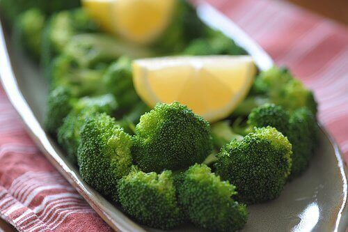 brokuły z cytryną