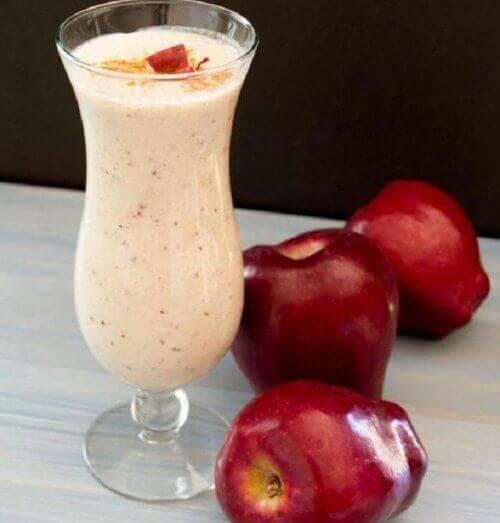 czerwone jabłka smoothie