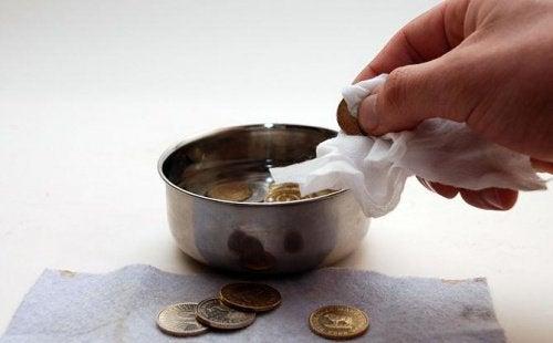 Coca-cola, a czyszczenie monet