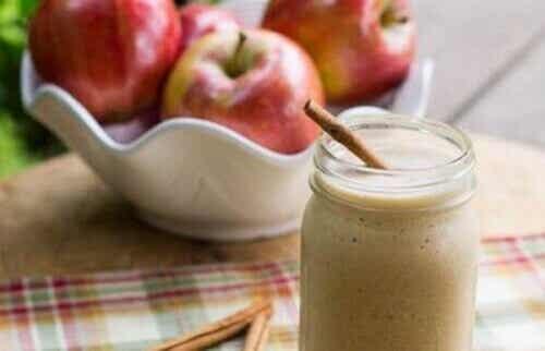 Jabłkowe smoothie na płaski brzuch - 4 przepisy