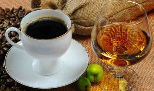 Kawa  i brandy alkohol