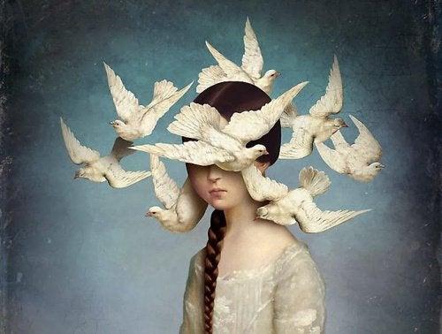 Kobieta wśród gołębi