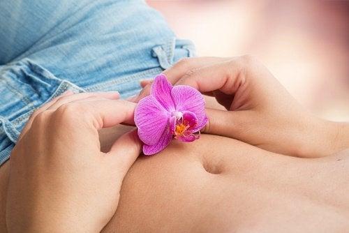 Kobieta z kwiatkiem