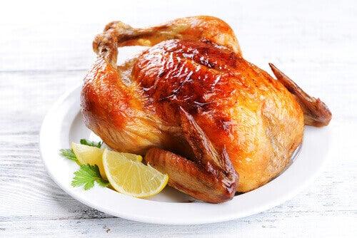 superfoods Kurczak pieczony na talerzu