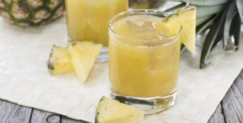 woda ananasowa z lodem