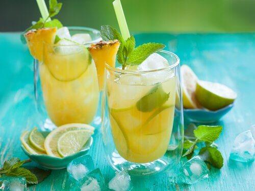 Napój z ananasa
