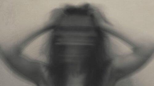 kobieta w szale