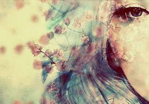 Oko kobiety w kwiatach