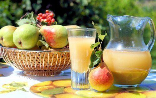 Świeży sok z gruszek