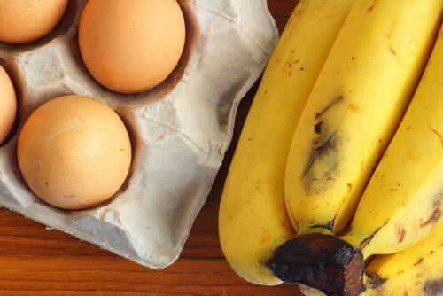 Banany i jajka na naleśniki