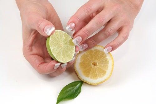 cytryna na wybielenie paznokci