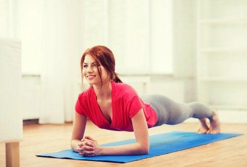 ćwiczenia oddechowo-próżniowe na płaski brzuch