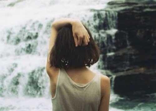 Dziewczynka i wodospad