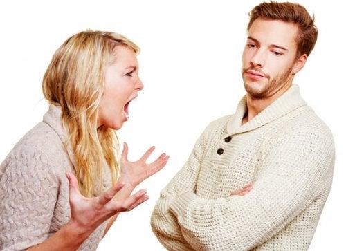 Przemoc werbalna w związku – subtelne złośliwości
