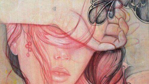 Kobieta zakrywająca oczy