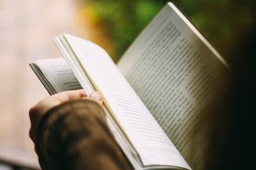 książka w ręce