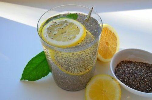 Lemoniada z nasionami chia na odchudzanie