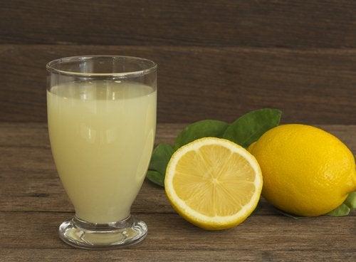 sok z cytryny oczyszcza tętnice