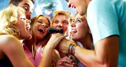 karaoke w gronie przyjaciół