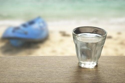 Szklanka wody morskiej
