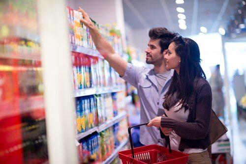 Para na zakupach w supermarkecie