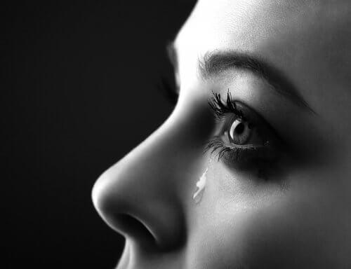 Płakanie i łzy - czemu właściwie służą?