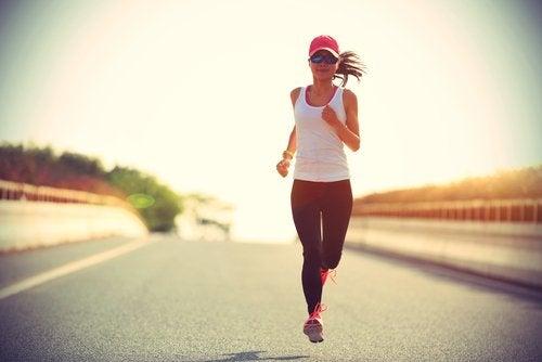 biegnąca kobieta
