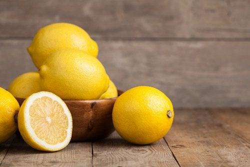 miska pełna cytryn