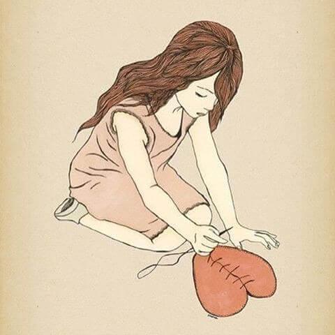 Dziewczyna szyje swoje serce