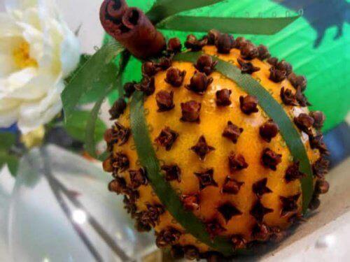 gożdziki i pomarańcze