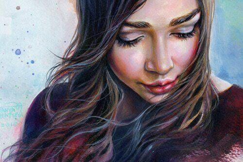 Kobieta patrzy w dół mając rozczarowanie wypisane na twarzy