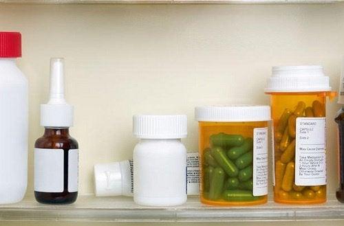 Leki na zaburzenie dwubiegunowe stojące na półce