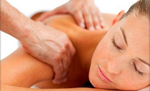 Mięsień czworoboczny - 5 sposobów na ulgę w bólu