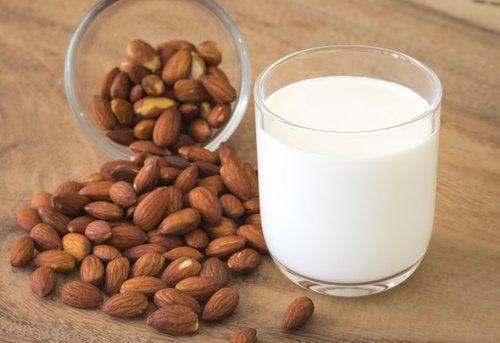 Mleko migdalowe, - baza pod mus bez cukru i nabiału