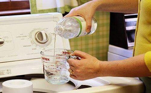 Ocet w pralce, sposób na ubrania o nieprzyjemnym zapachu