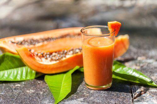 szklanka smoothie z papai i papaja